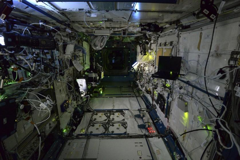 Estação Espacial Internacional a noite (12)