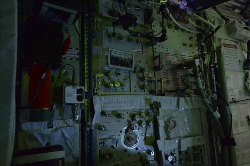 Estação Espacial Internacional a noite (4)