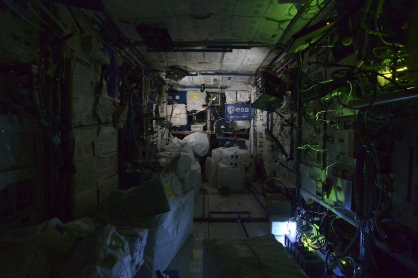 Estação Espacial Internacional a noite (5)