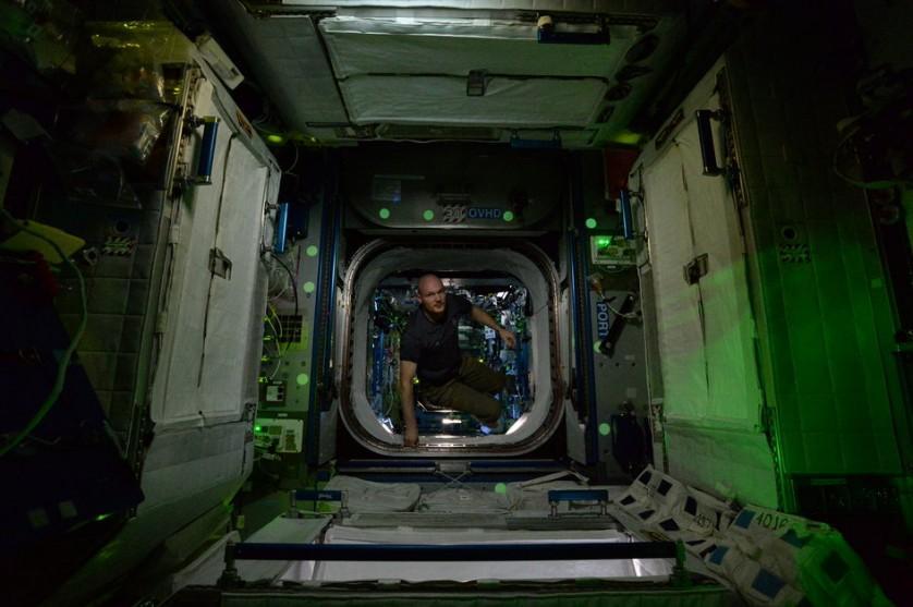 Estação Espacial Internacional a noite (7)