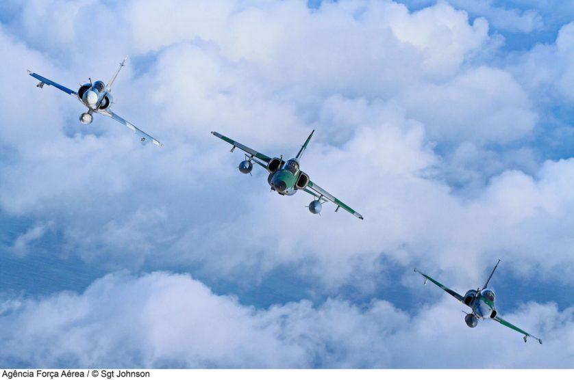 Mirage 2000C, A-1M (AMX) e F-5EM da Força Aérea Brasileira no CRUZEX 2013