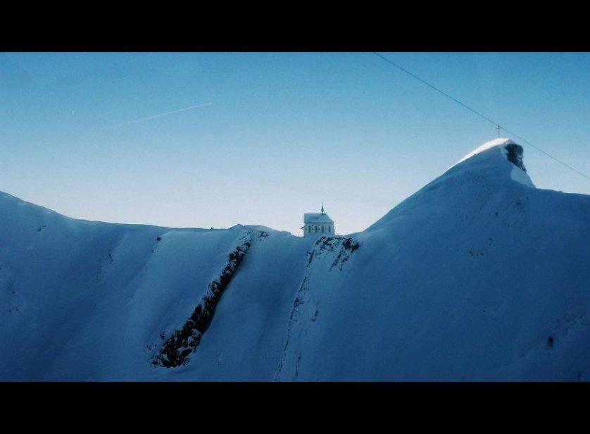 casas-solitarias-cobertas-de-neve-18