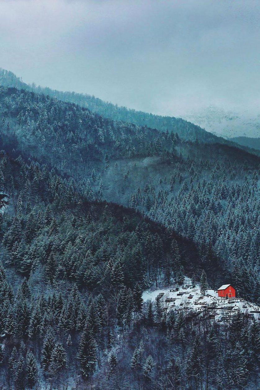 casas-solitarias-cobertas-de-neve-19
