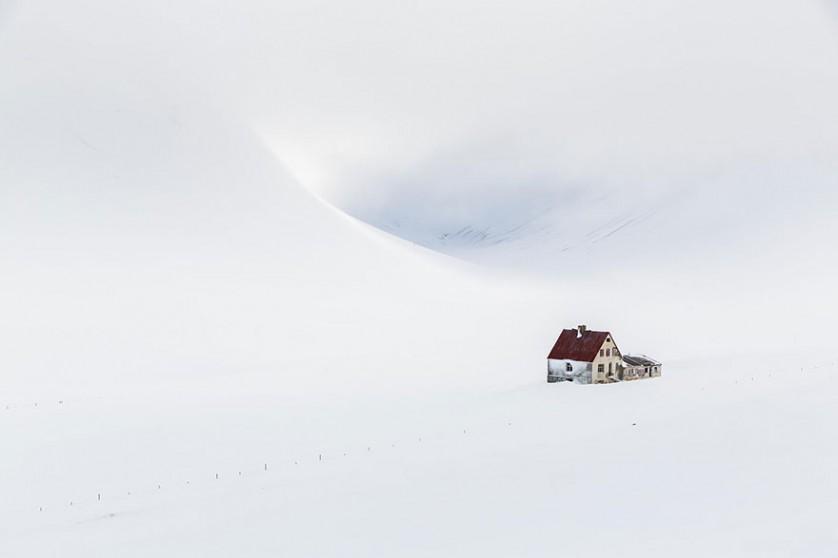 casas-solitarias-cobertas-de-neve-23