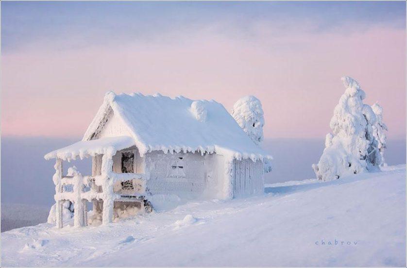 casas-solitarias-cobertas-de-neve-25