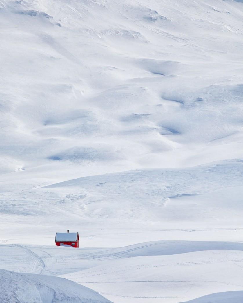 casas-solitarias-cobertas-de-neve-27