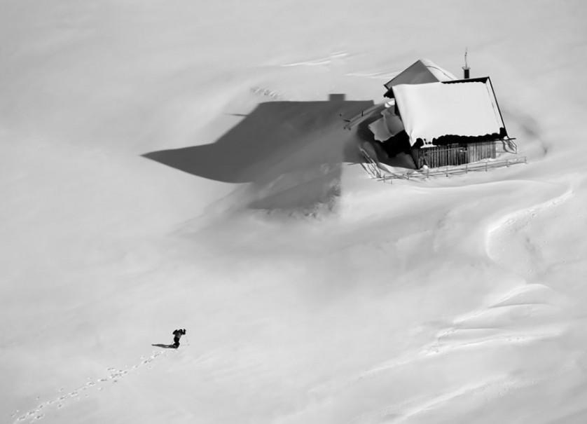 casas-solitarias-cobertas-de-neve-33