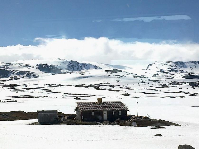 casas-solitarias-cobertas-de-neve-7