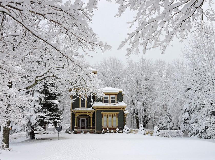 casas-solitarias-cobertas-de-neve-9