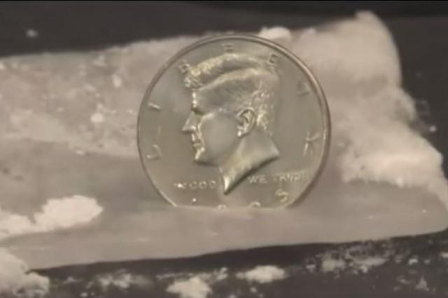 Veja o que acontece quando você coloca uma moeda em gelo seco