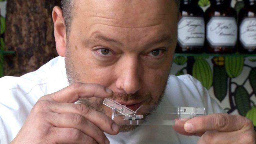 ontroverso dispositivo para cheirar chocolate 2