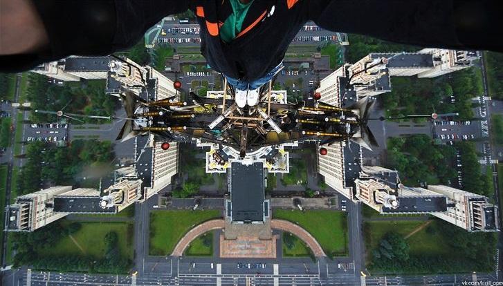 Edifício principal da Universidade Estatal de Moscou, Rússia, pouco menos de 240 metros de altura