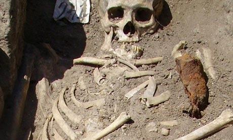 descobertas arqueologicas macabras 4