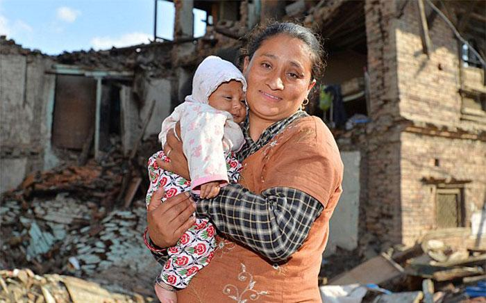 resgate bebe terremoto nepal (8)