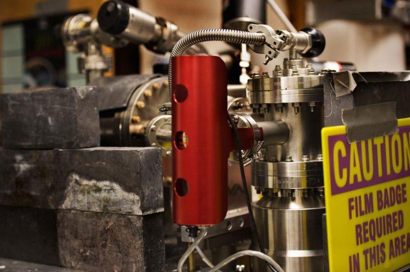 O reator nuclear no laboratório de Taylor na Universidade de Nevada é uma versão mais sofisticada do que ele construiu com 14 anos