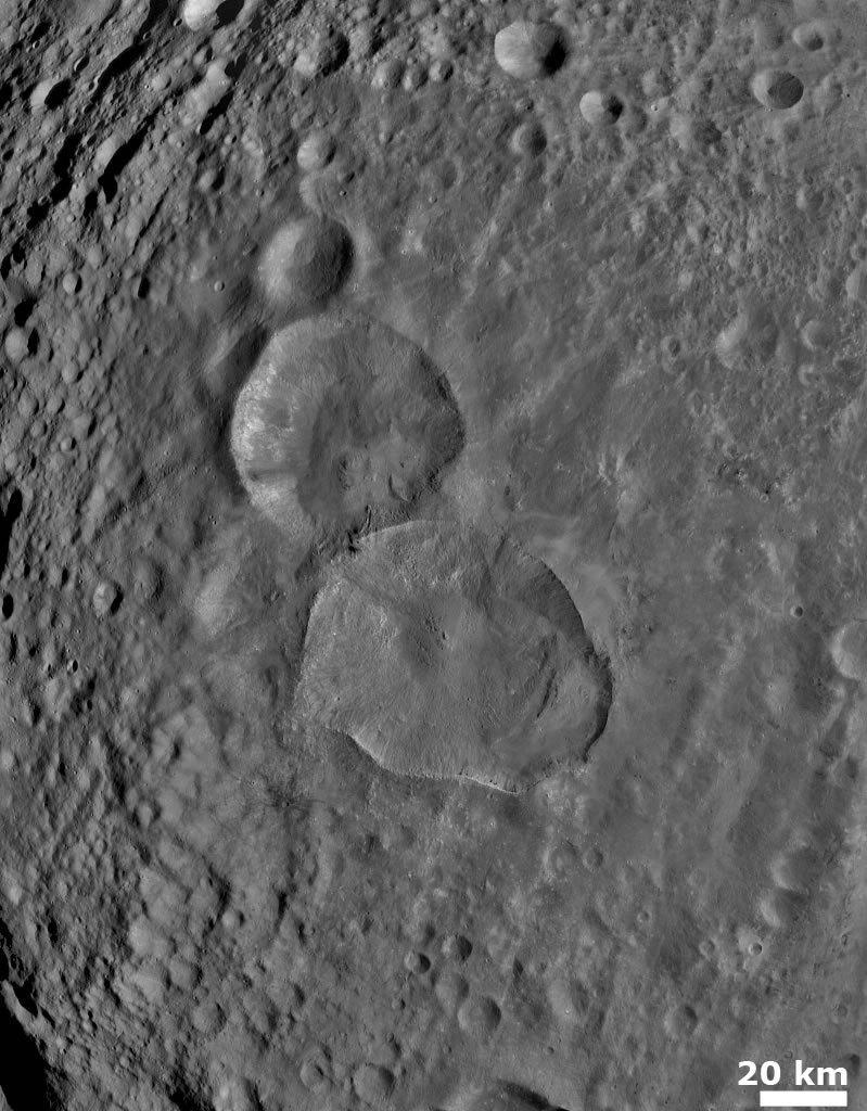 Homem de Neve no asteroide Vesta Pareidolia