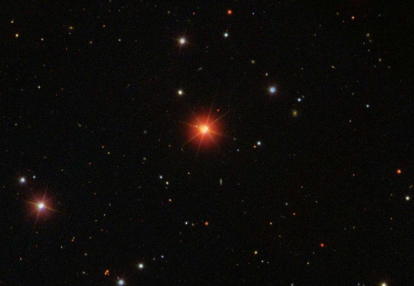 sistema exotico de estrelas quintuplas