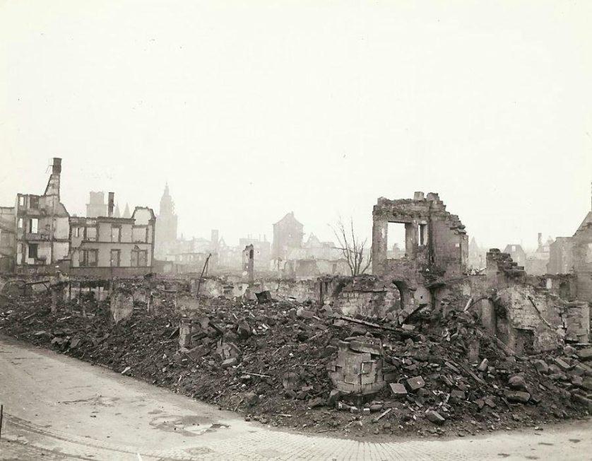 Os restos de uma cidade alemã destruída.