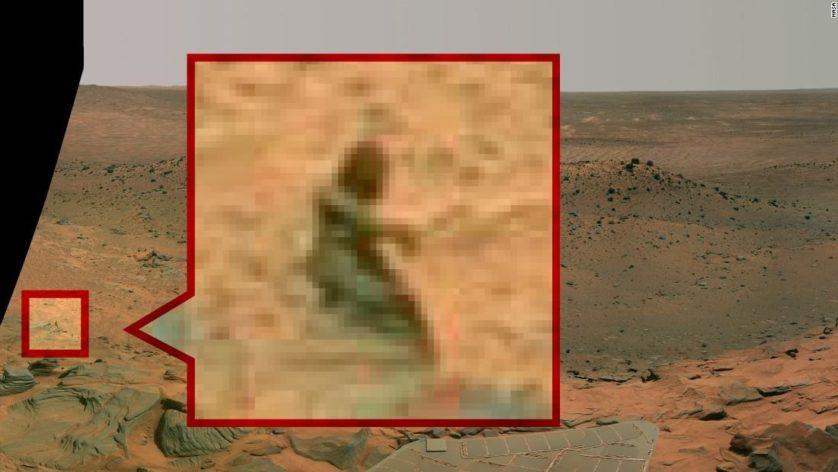 """O rover Spirit fez essa imagem em 2008, que dizem ser de uma """"sereia"""""""