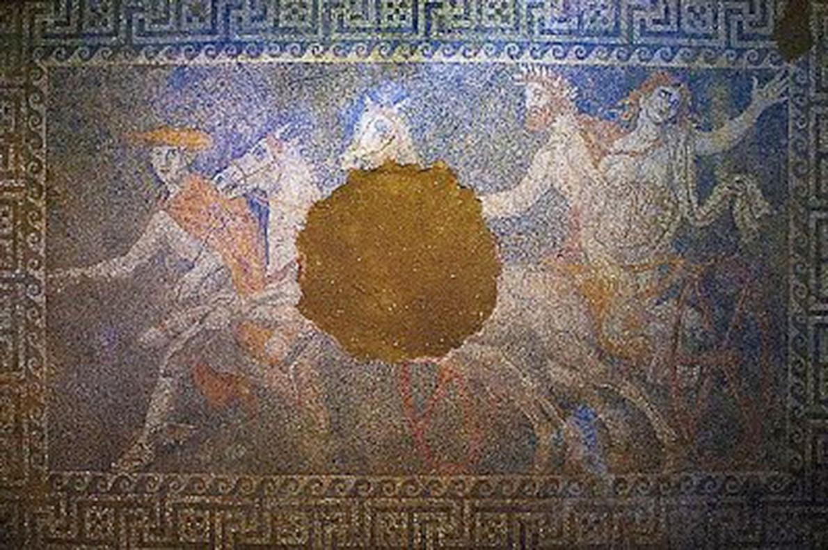 mistérios do mundo Um mosaico descoberto no ano passado dentro de um imenso túmulo no norte da Grécia levou a especulações de que pertencia a um membro da família de Alexandre, o Grande