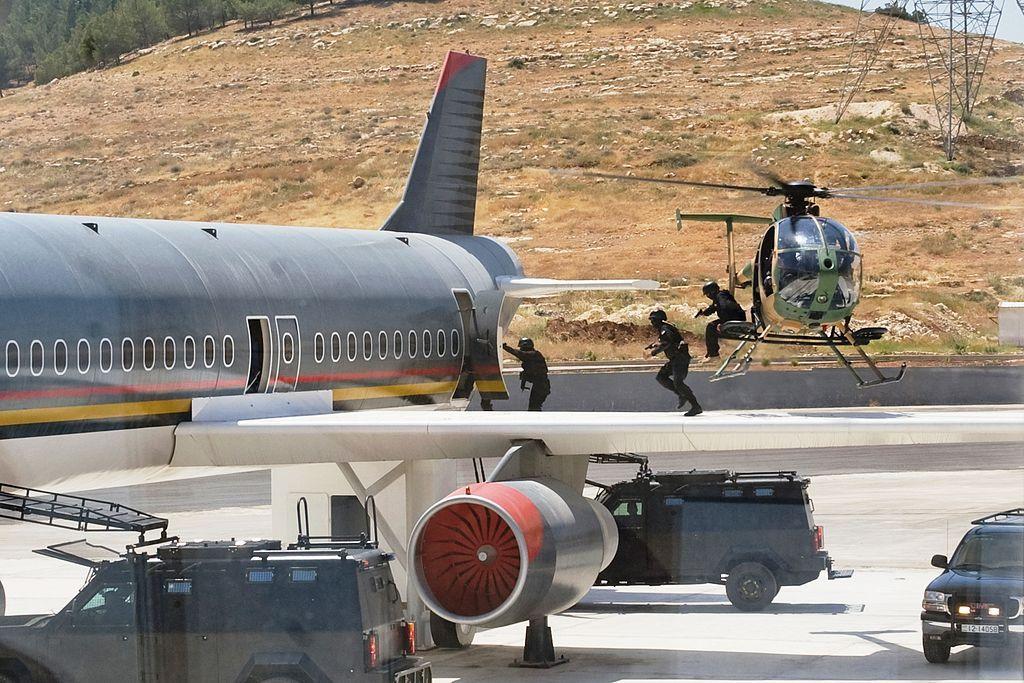 مركز الملك عبدالله الثاني لتدريب العمليات الخاصة Treinamentos-militares-insanos-2-