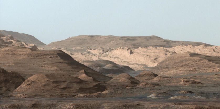 Curiosity faz imagem deslumbrante do Monte Sharp em Marte