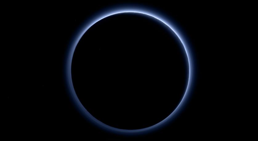 Novas fotos incríveis de Plutão mostram seu céu azul e água congelada