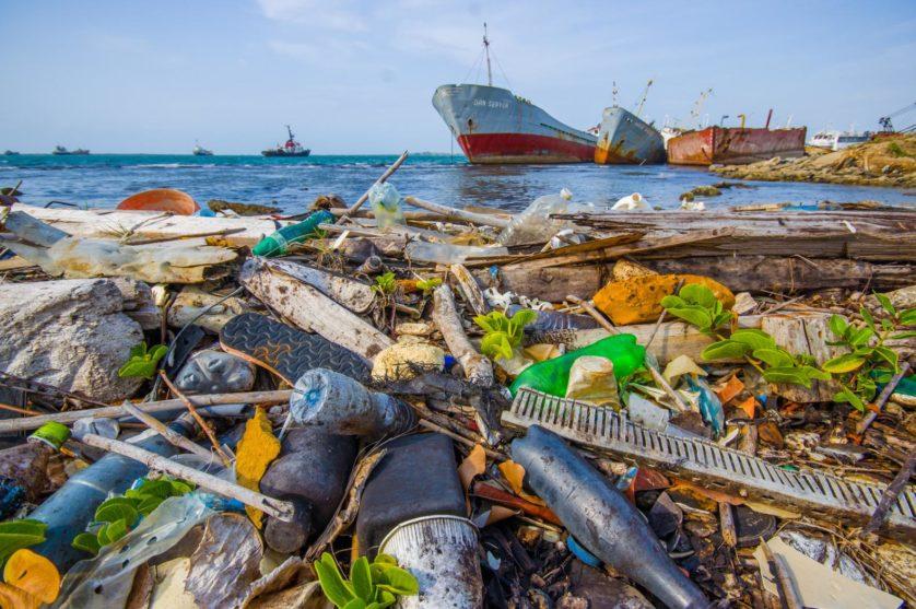 plastico no oceano mais que peixe 2050