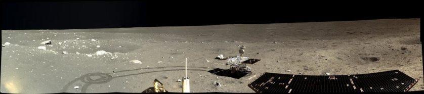 Chang'e-3 fez este panorama em 17 de dezembro de 2013, três dias após o desembarque na lua. A sonda descansou a 786 quilômetros da Apollo 15, a primeira missão lunar tripulada.