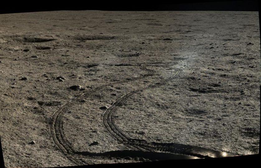 O mosaico de 2014 mostra os rastros curvos deixados por Yutu. Yutu e Chang'e-3 pousaram no Mare Imbrium, região formada a partir do refluxo de lava após um enorme impacto lunar cerca de 3,85 bilhões anos atrás.