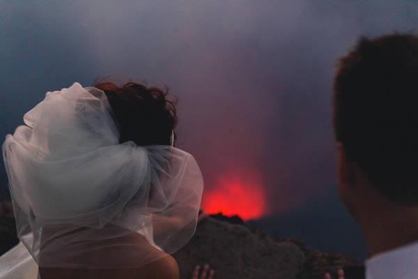 Noivos decidiram se casar em um vulcão