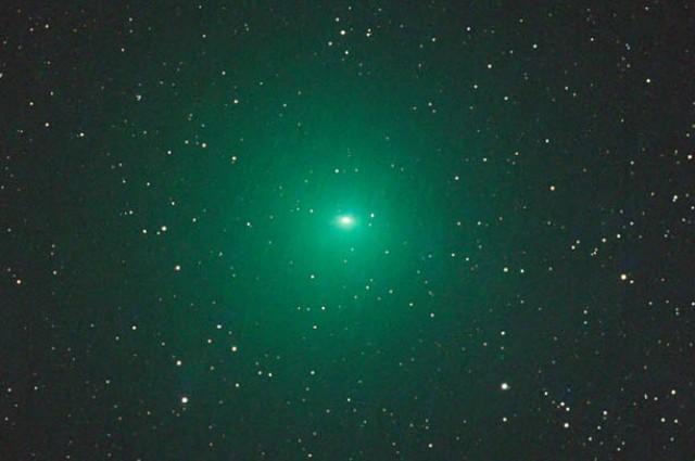cometa-verde-brilha-100-vezes-mais-que-o-esperado-1