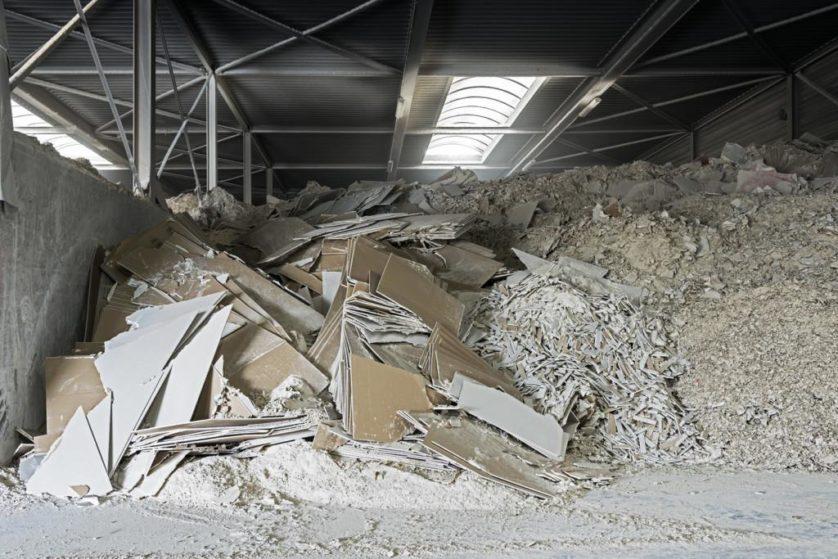 Resíduos de gesso cartonados e da produção de placas de gesso serão reciclados para fazer novas placas