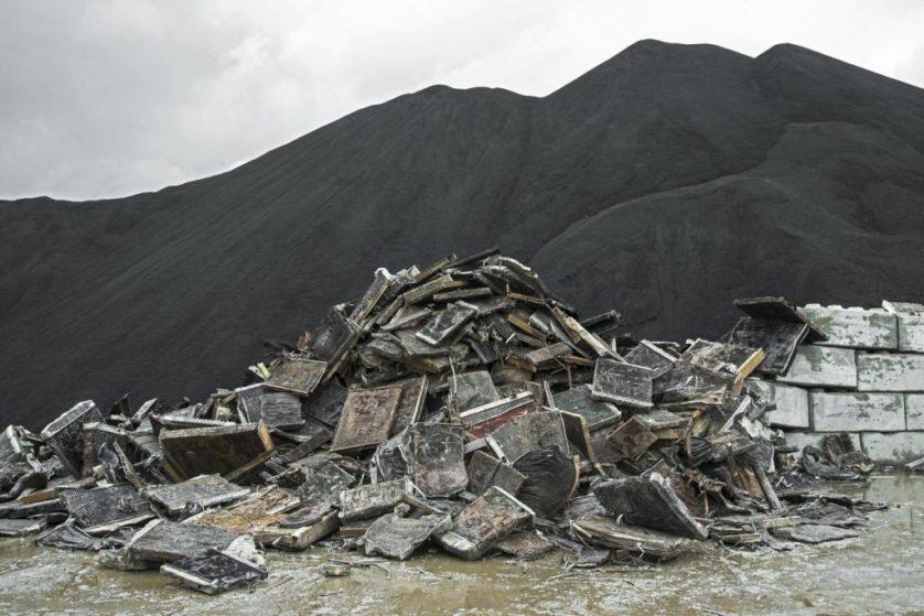 Radiadores de carros sucateados contêm cobre e outros metais. Eles são separados num processo pirometalúrgico para serem reutilizados. As cinzas resultantes do processo são reutilizadas para estabilizar concreto na construção de estradas, entre outras coisas