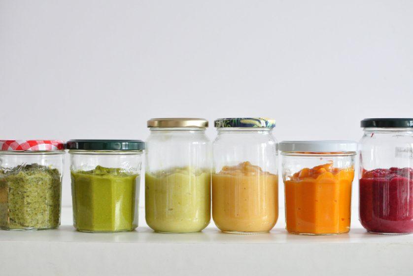 A boa e velha papinha de vegetais e frutas é uma ótima opção para bebês