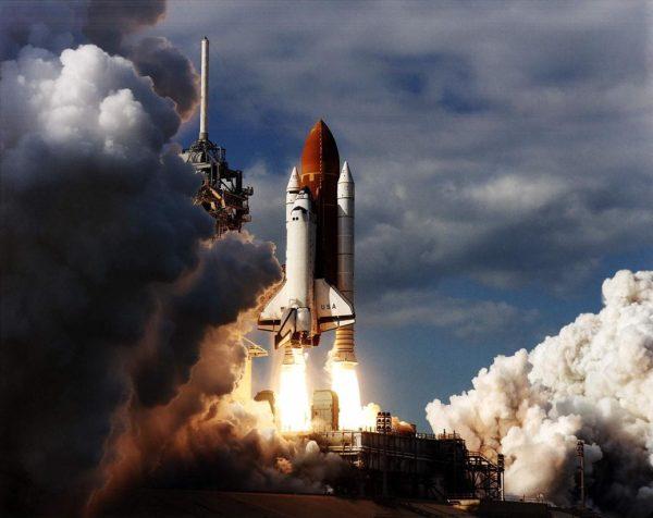 Columbia, decolando para a missão STS-80 em 19 de novembro de 1996