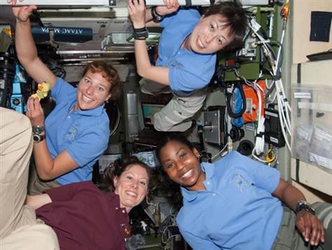 Você nunca viu tantas astronautas mulheres juntas, no espaço