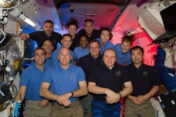 Tripulações da STS-131 e Expedition 23