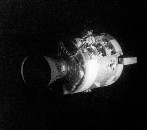 O Módulo de Serviço da Apolo 13, visto do Módulo Lunar