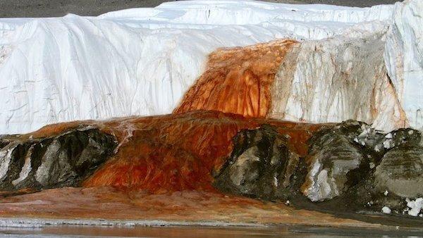 10 cachoeiras bizarras cachoeira de sangue
