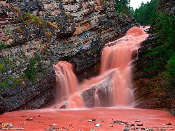 10 cachoeiras bizarras cachoeira rosa