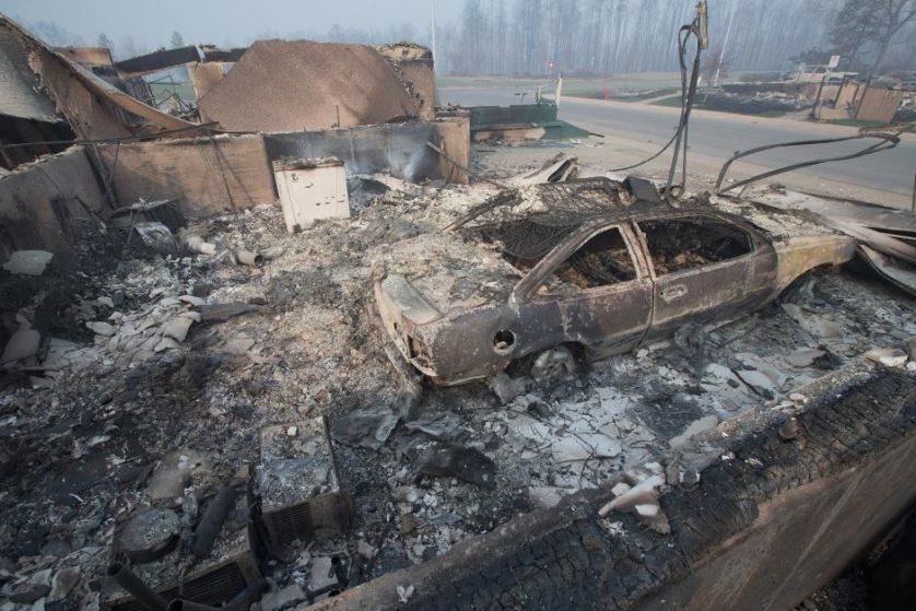 imagens-fantasmagoricas-feitas-depois-do-incendio-florestal-no-canada-1