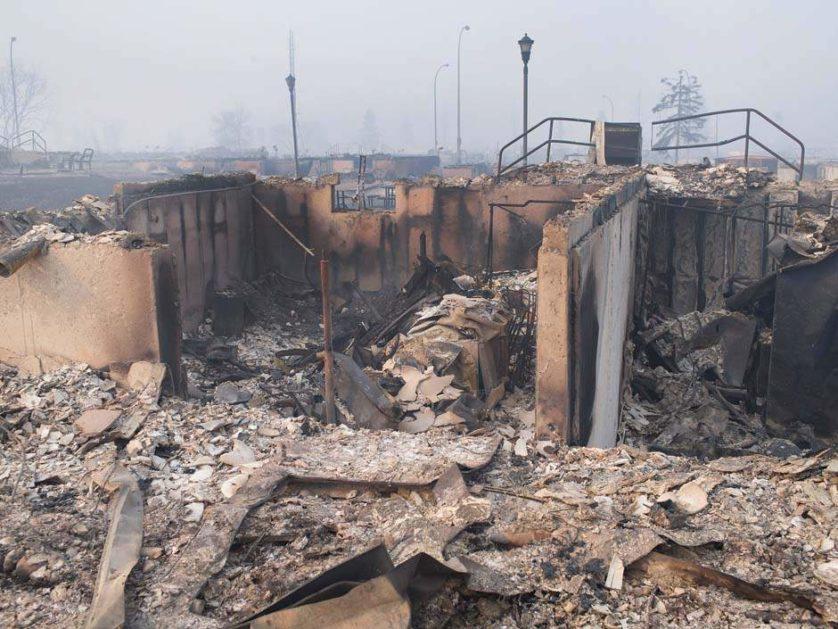 imagens-fantasmagoricas-feitas-depois-do-incendio-florestal-no-canada-11