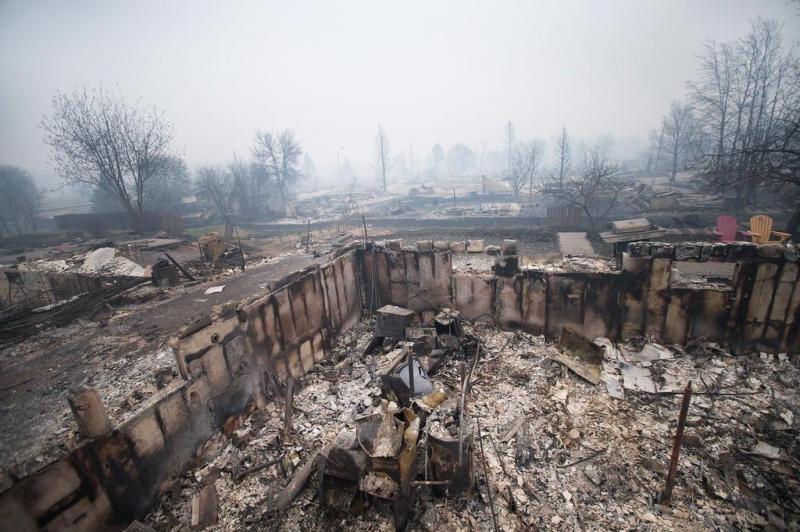 imagens-fantasmagoricas-feitas-depois-do-incendio-florestal-no-canada-12