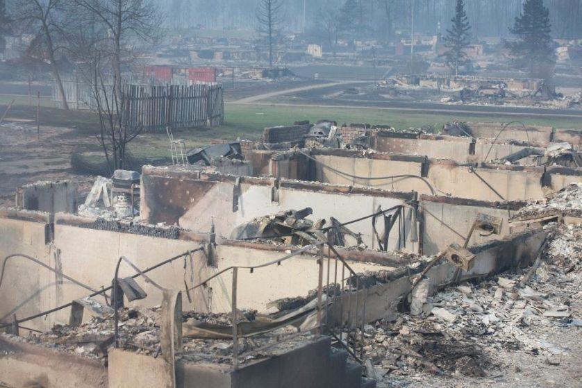 imagens-fantasmagoricas-feitas-depois-do-incendio-florestal-no-canada-2