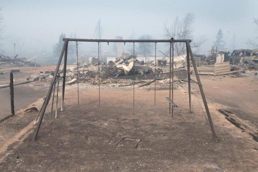 imagens-fantasmagoricas-feitas-depois-do-incendio-florestal-no-canada-3
