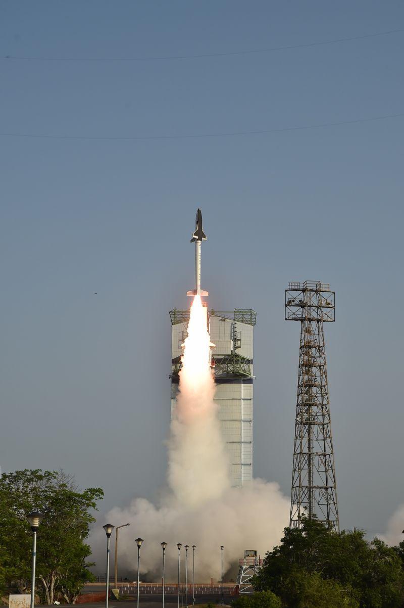 onibus espacial india 6