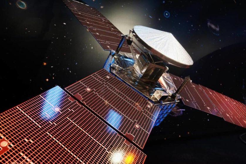 Modelo com escala de 1/5 da sonda Juno é exibido no Laboratório de Propulsão a Jato da NASA