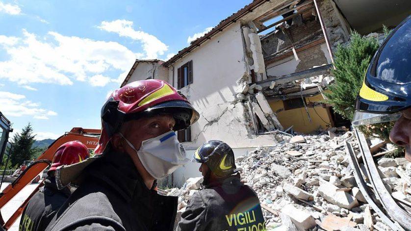 Equipes de resgate em Accumoli (Imagem: Getty / Giuseppe Bellini)
