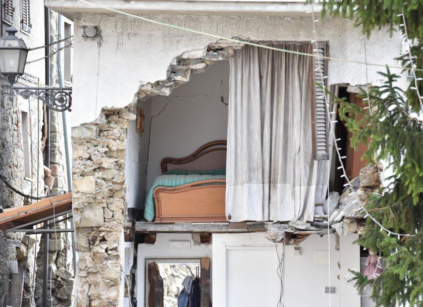 A parede de um quarto desapareceu em Arquata del Tronto (Imagem: Getty / Giuseppe Bellini)